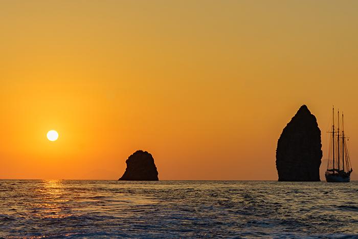 https://www.nitrodiviaggi.it/media/16603/lipari-tramonto.jpg
